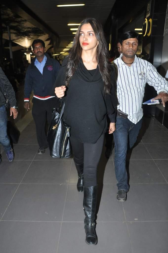 Deepika and ranveer return from holiday (2)