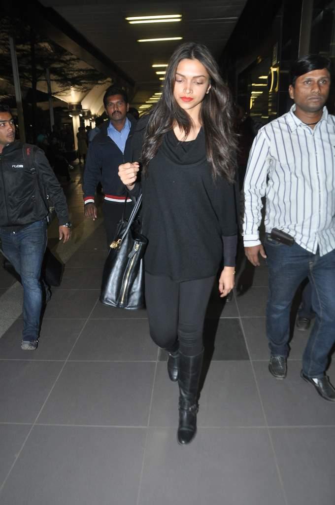 Deepika and ranveer return from holiday (3)