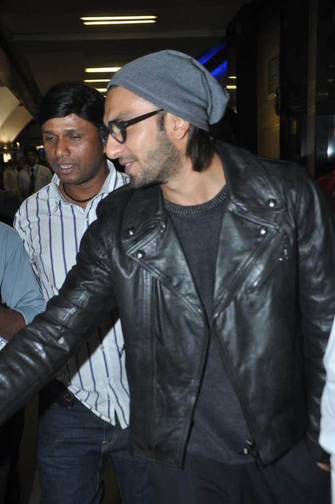 Deepika and ranveer return from holiday (4)