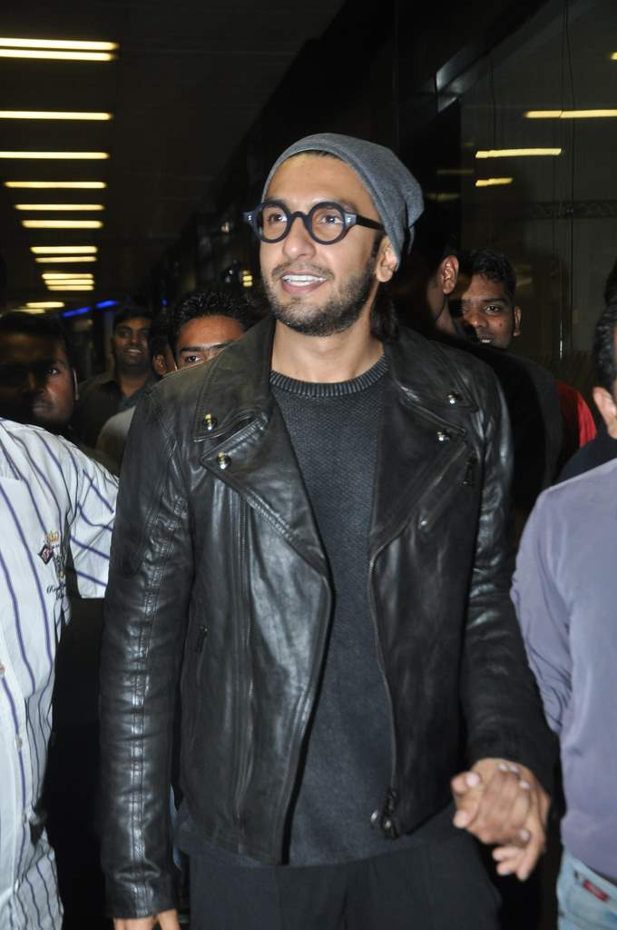 Deepika and ranveer return from holiday (5)