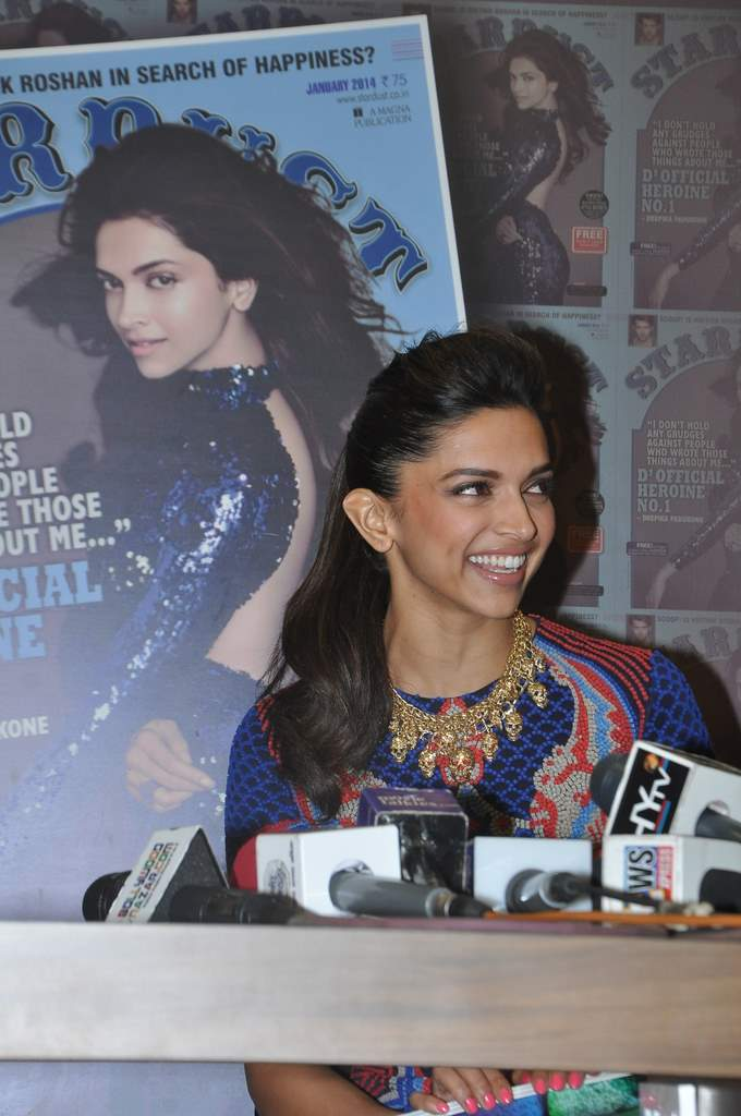 Deepika padukone stardust cover launch (1)