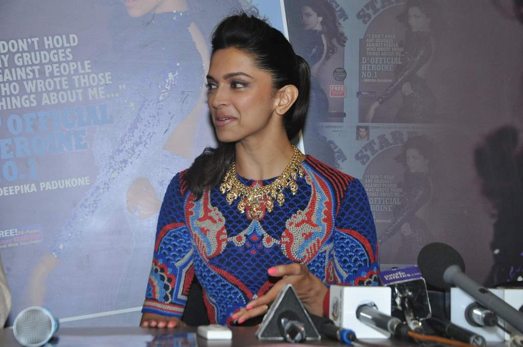Deepika padukone stardust cover launch (5)