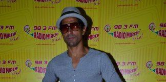 Farhan Akhtar visits Radio Mirchi for Shaadi Ke Side Effects promotion