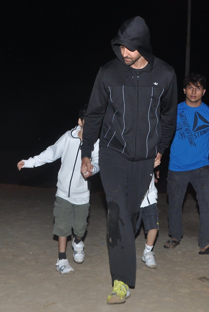 Hrithik roshan with kids (1)