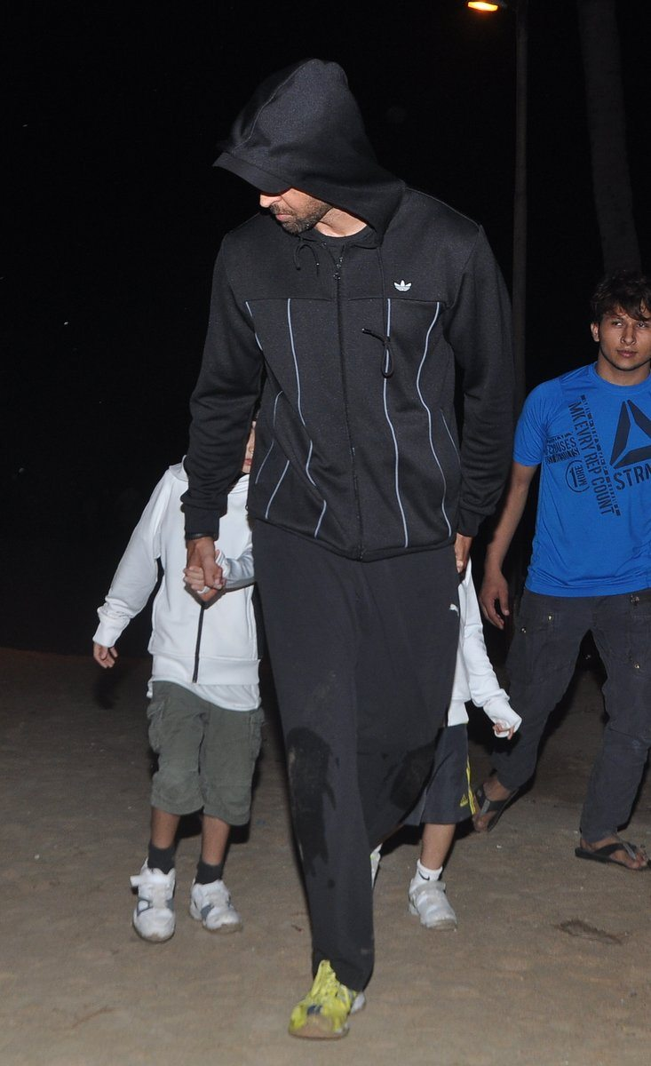 Hrithik roshan with kids (2)