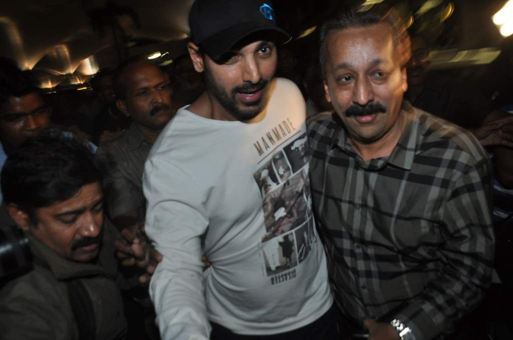 John Abraham spotted at airport (1)