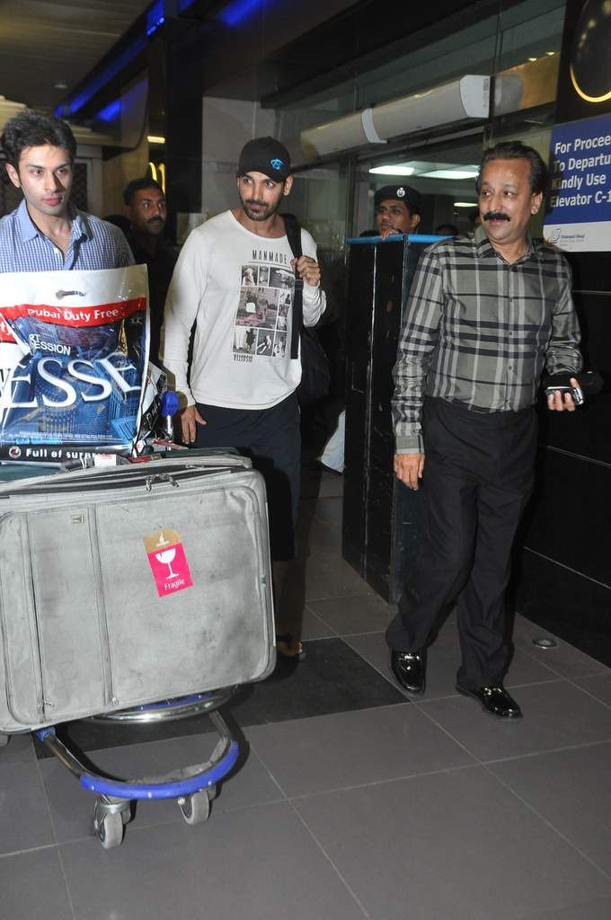 John Abraham spotted at airport (2)