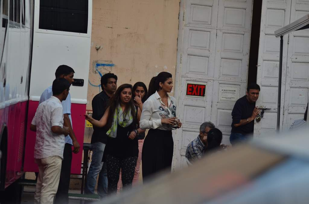 SAlman and daisy at jai ho sets (3)