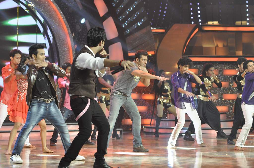 Salman Khan  on DID sets (2)