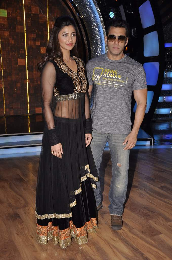 Salman Khan  on DID sets (4)