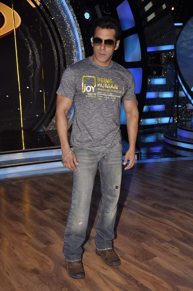 Salman Khan  on DID sets (5)