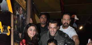 Salman Khan, Daisy Shah, Sana Khan snapped watching Sholay 3D – Photos