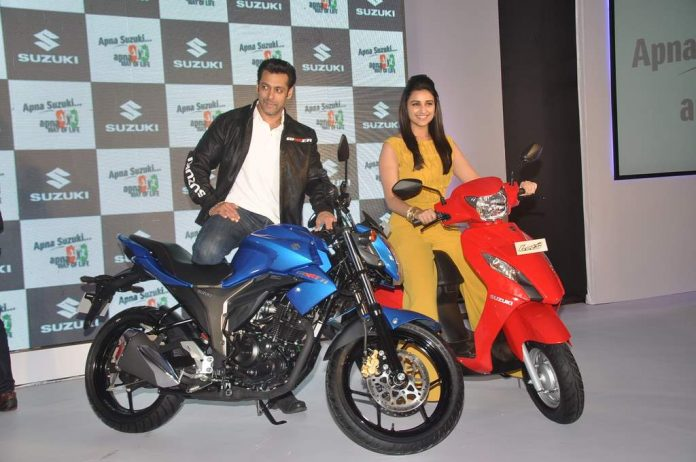 Salman and parineeti at suzuki launch (3)