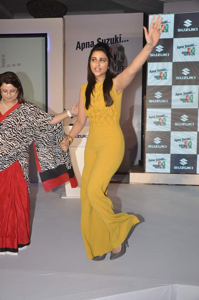 Salman and parineeti at suzuki launch (4)