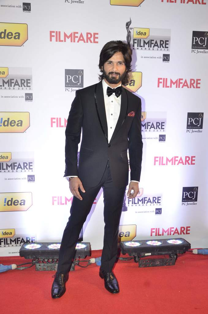 Shahid Kapoor walked the Red Carpet at the 59th Idea Filmfare Awards 2013 at Yash Raj