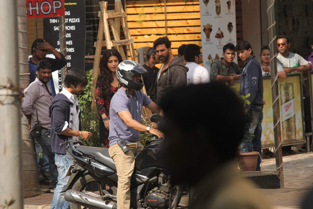Shruti and Akshay at gabbar location (2)