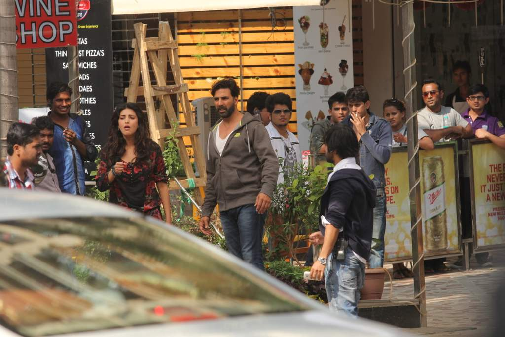 Shruti and Akshay at gabbar location (4)