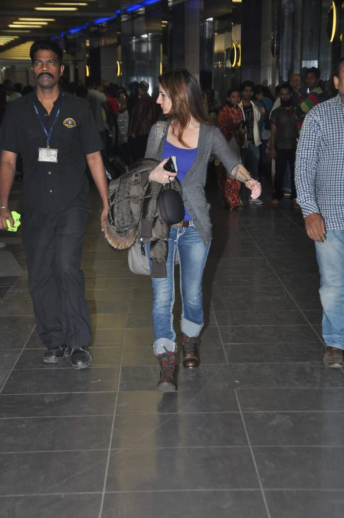 Sussane roshan at airport (3)