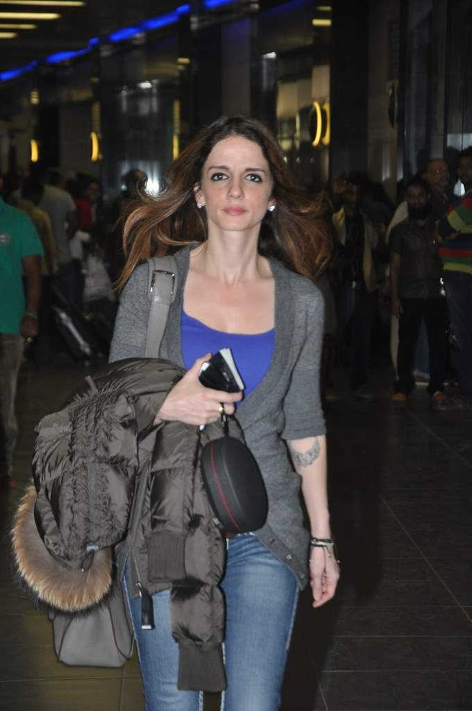 Sussane roshan at airport (4)