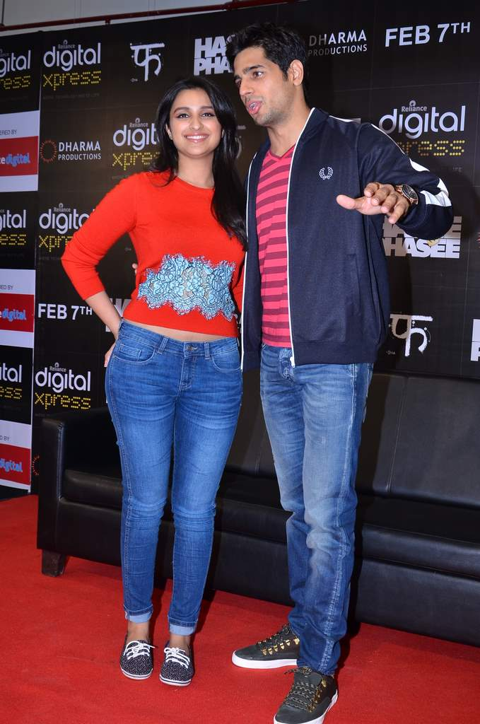parineeti and siddharth mobile app launch (1)