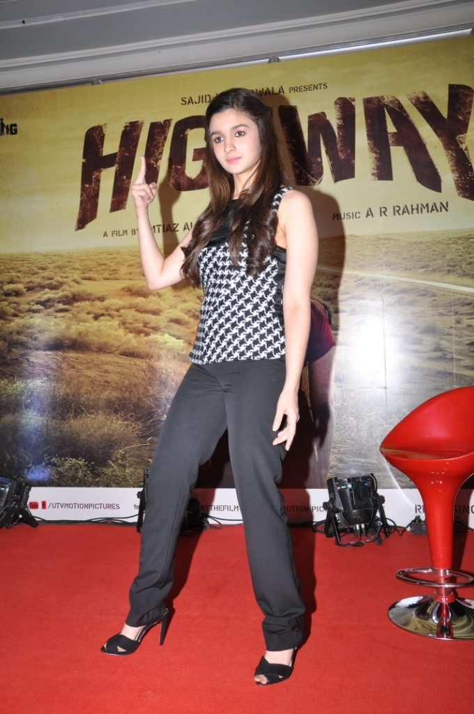 Alia Bhatt posing for the Launch of the movie