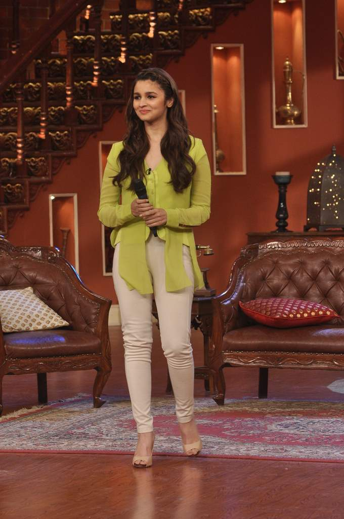 Alia bhatt and randeep hooda at comedy nights (4)