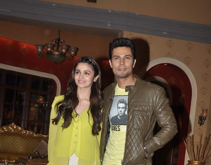Alia bhatt and randeep hooda at comedy nights (6)