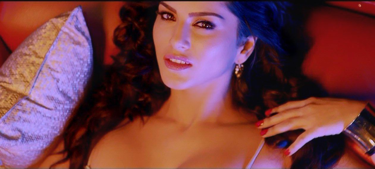 Chaarbotal Sunny Leone (8)