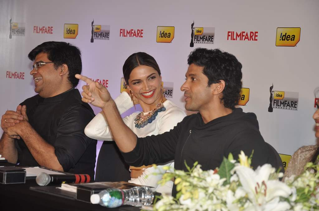 Deepika and farhan filmfare (2)