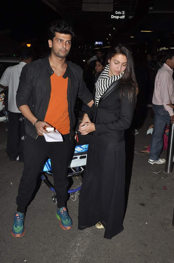 Gauhar and kushal snapped airport (2)