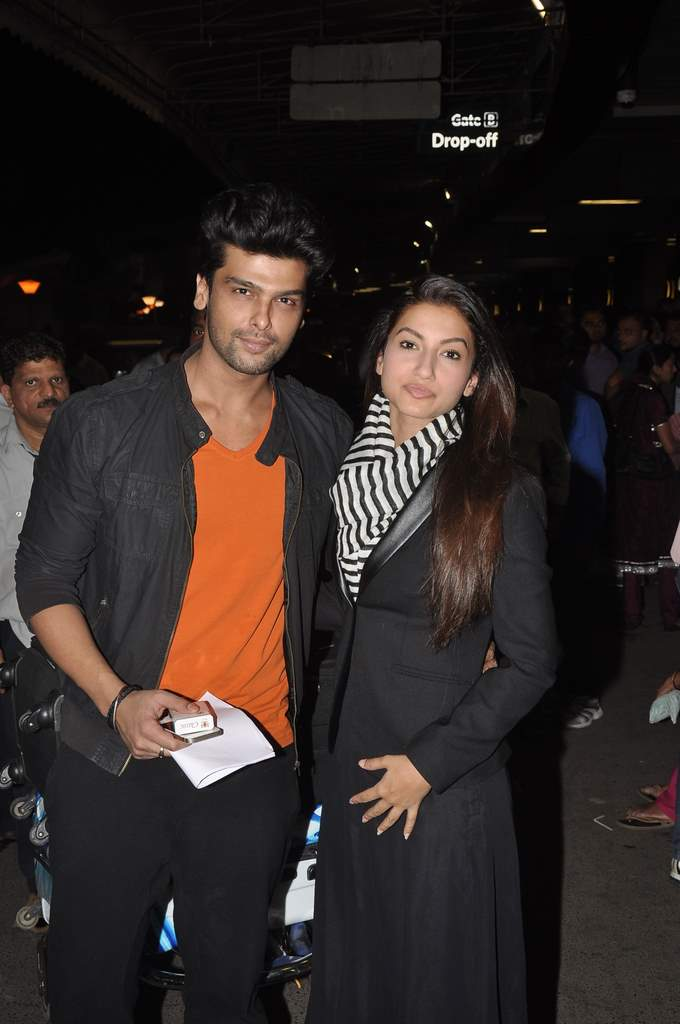 Gauhar and kushal snapped airport (3)