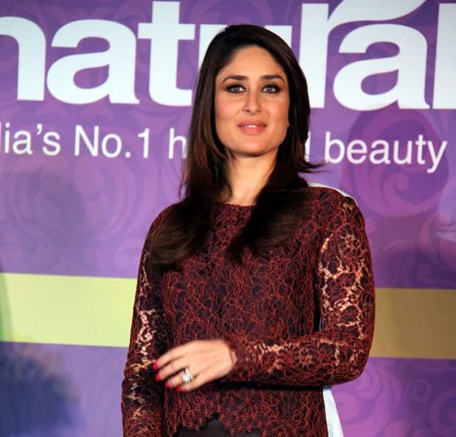 Kareena Kapoor natural salon event (3)