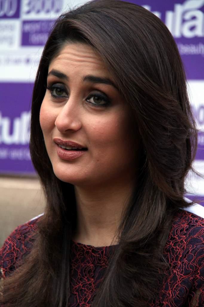 Kareena Kapoor natural salon event (4)