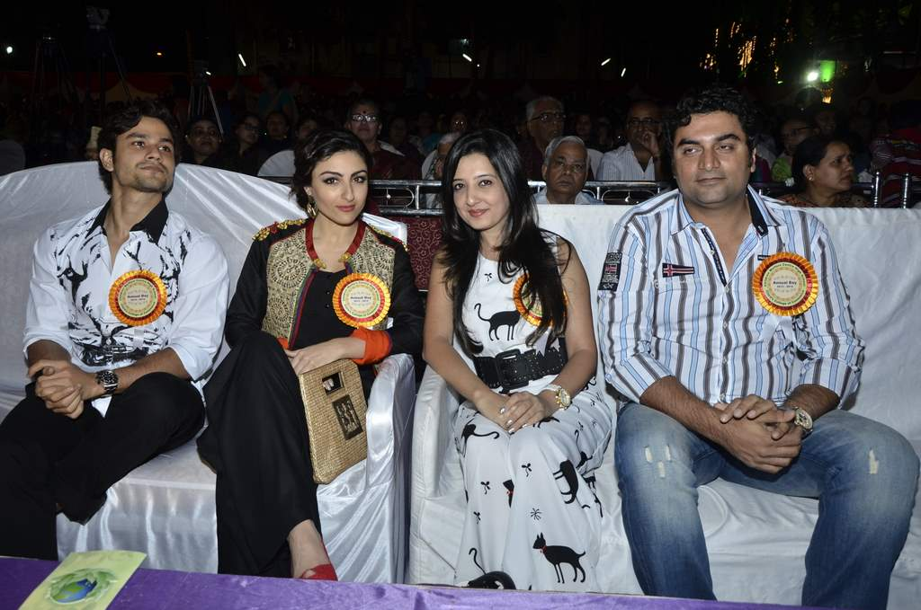 Kunal and soha at annual event (2)
