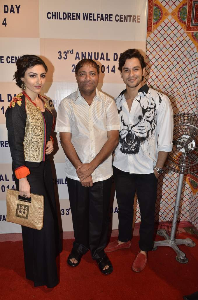 Kunal and soha at annual event (3)