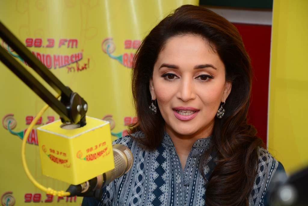 Madhuri dixit at radio mirchi (1)
