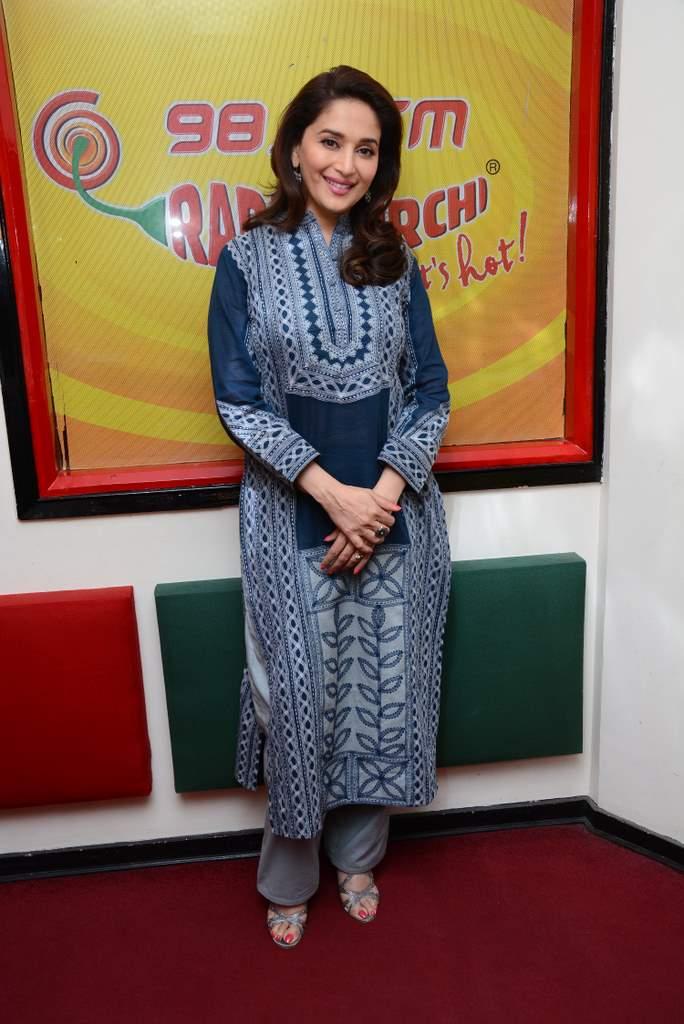 Madhuri dixit at radio mirchi (2)