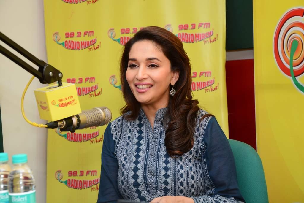 Madhuri dixit at radio mirchi (3)