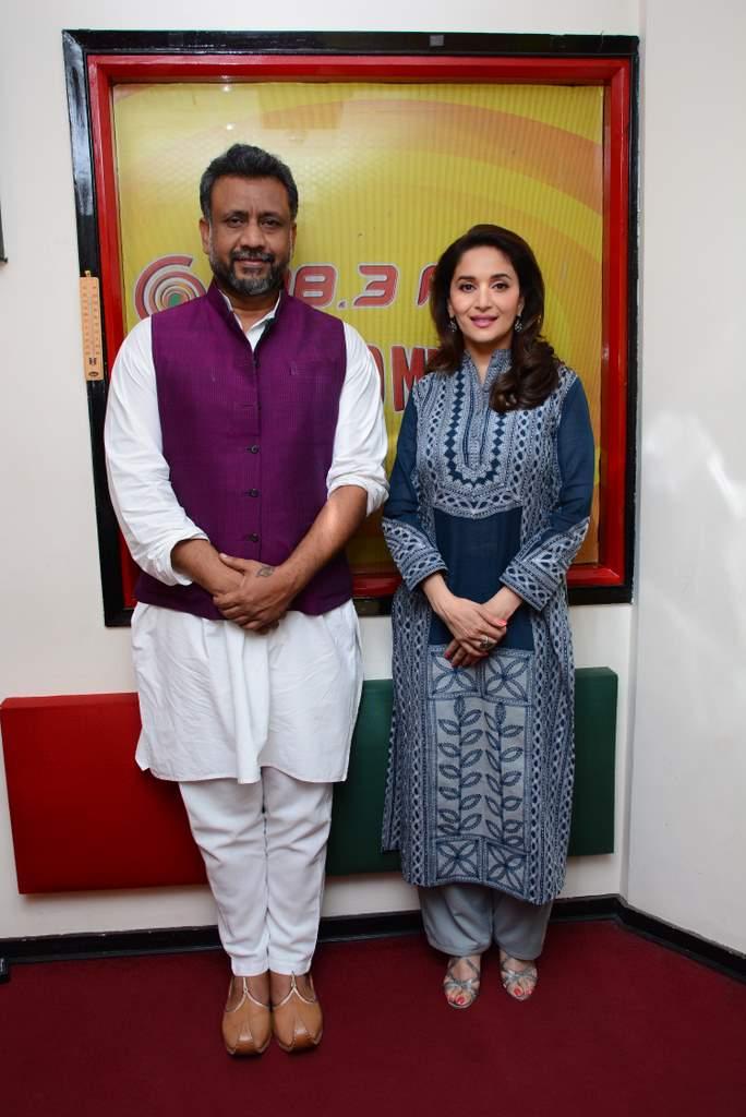 Madhuri dixit at radio mirchi (4)