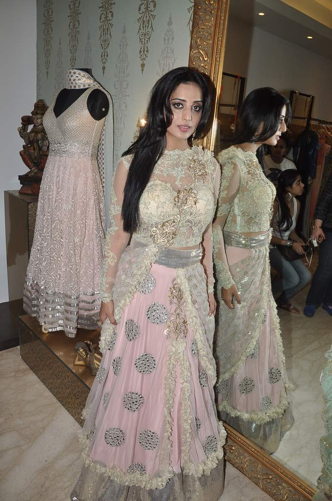 Mahie Gill with amy billimoria (2)