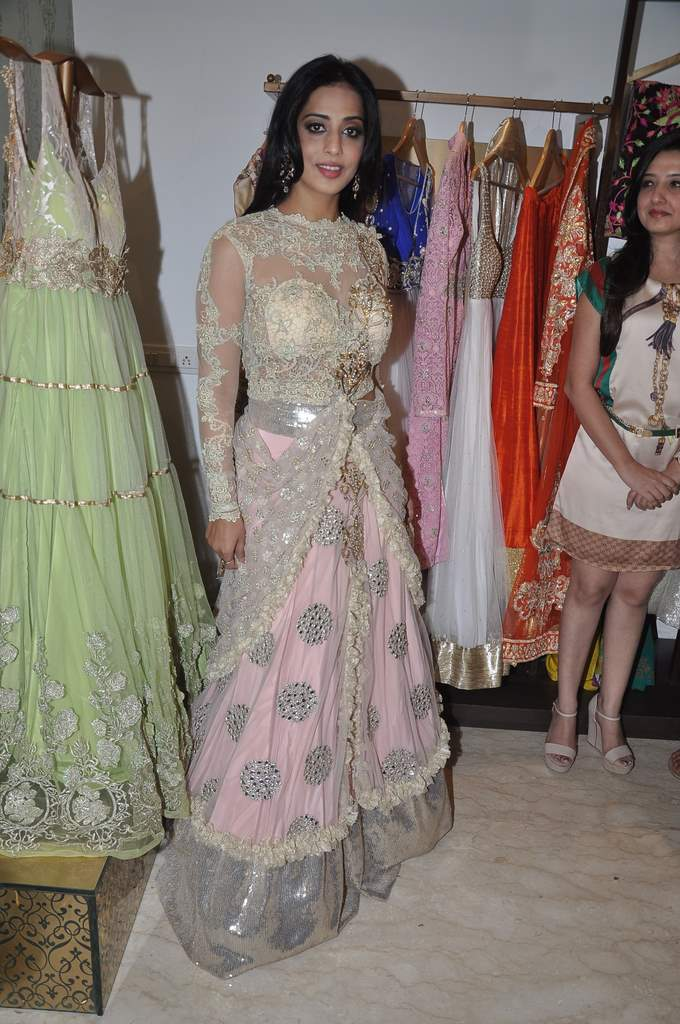 Mahie Gill with amy billimoria (5)