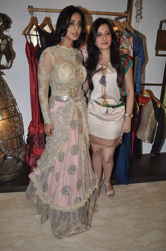 Mahie Gill with amy billimoria (6)