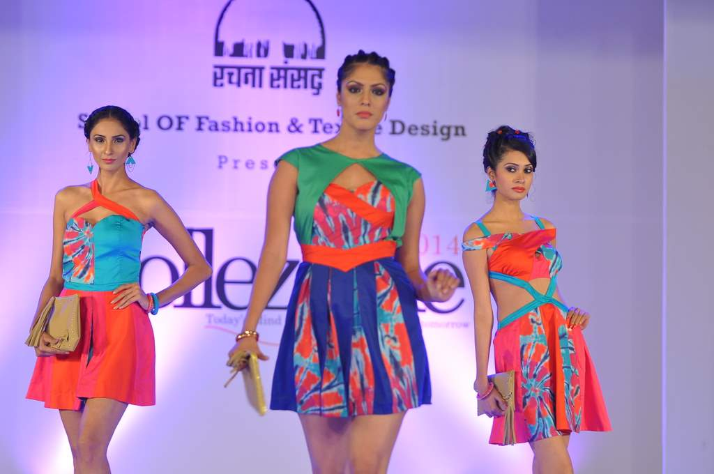 Models on the ramp (2)