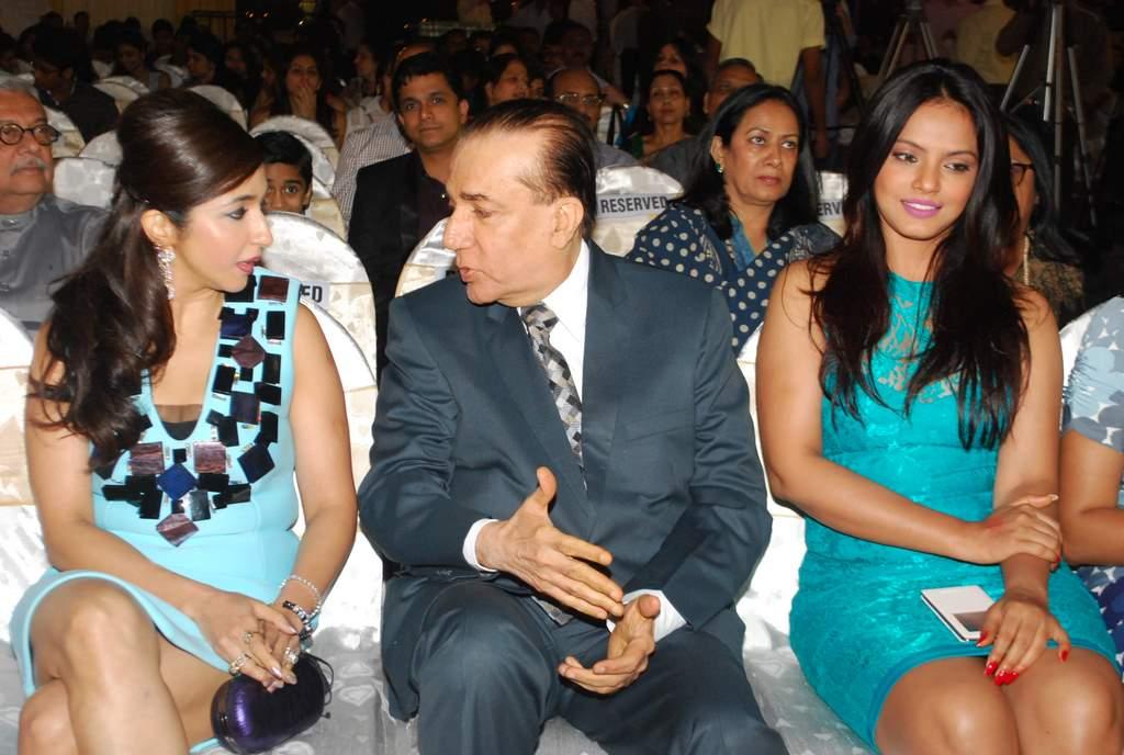 Neetu chandra society awards (1)