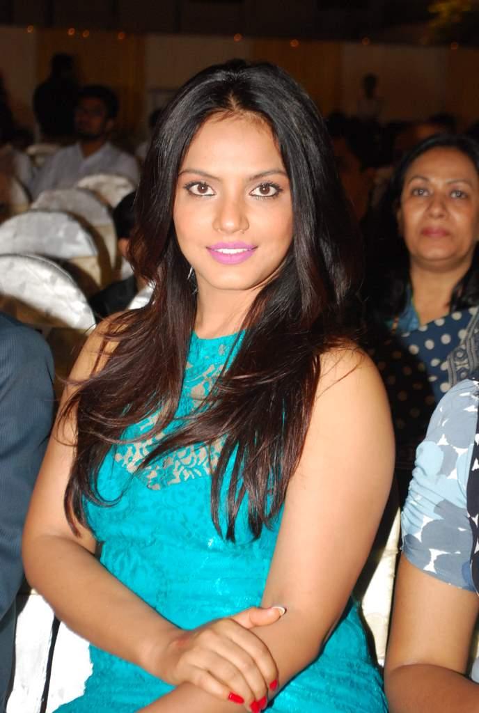 Neetu chandra society awards (2)