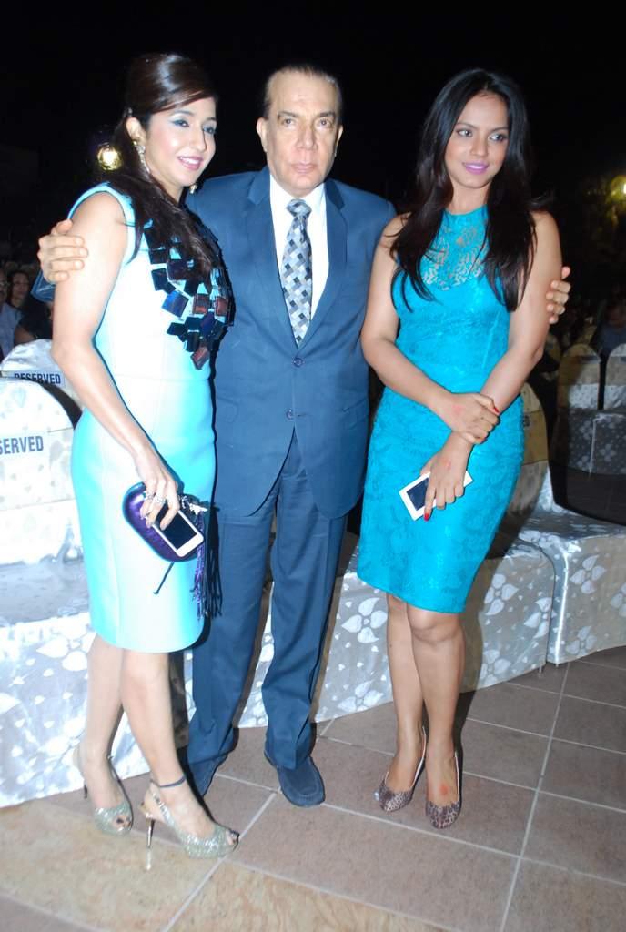 Neetu chandra society awards (4)