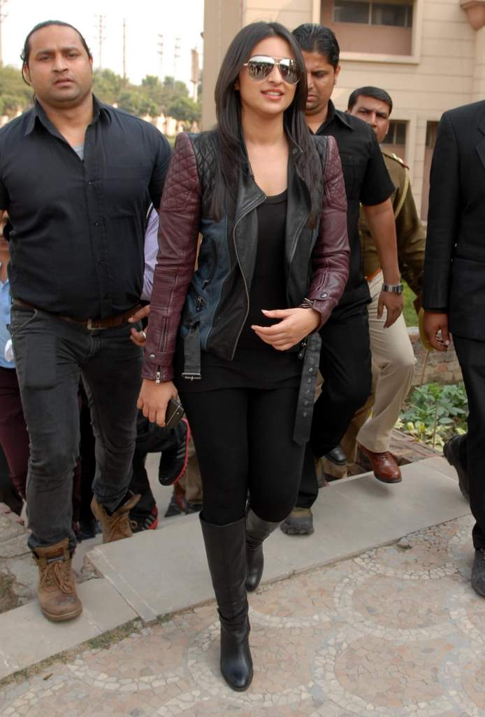 Parineeti hasee toh phasee promotions (4)