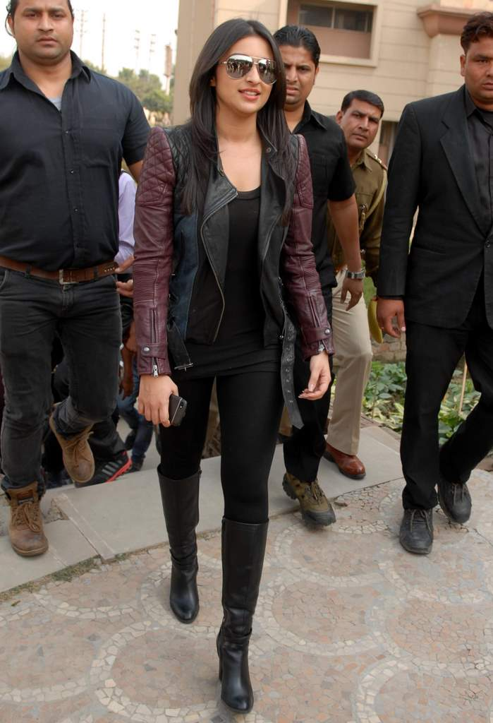 Parineeti hasee toh phasee promotions (5)