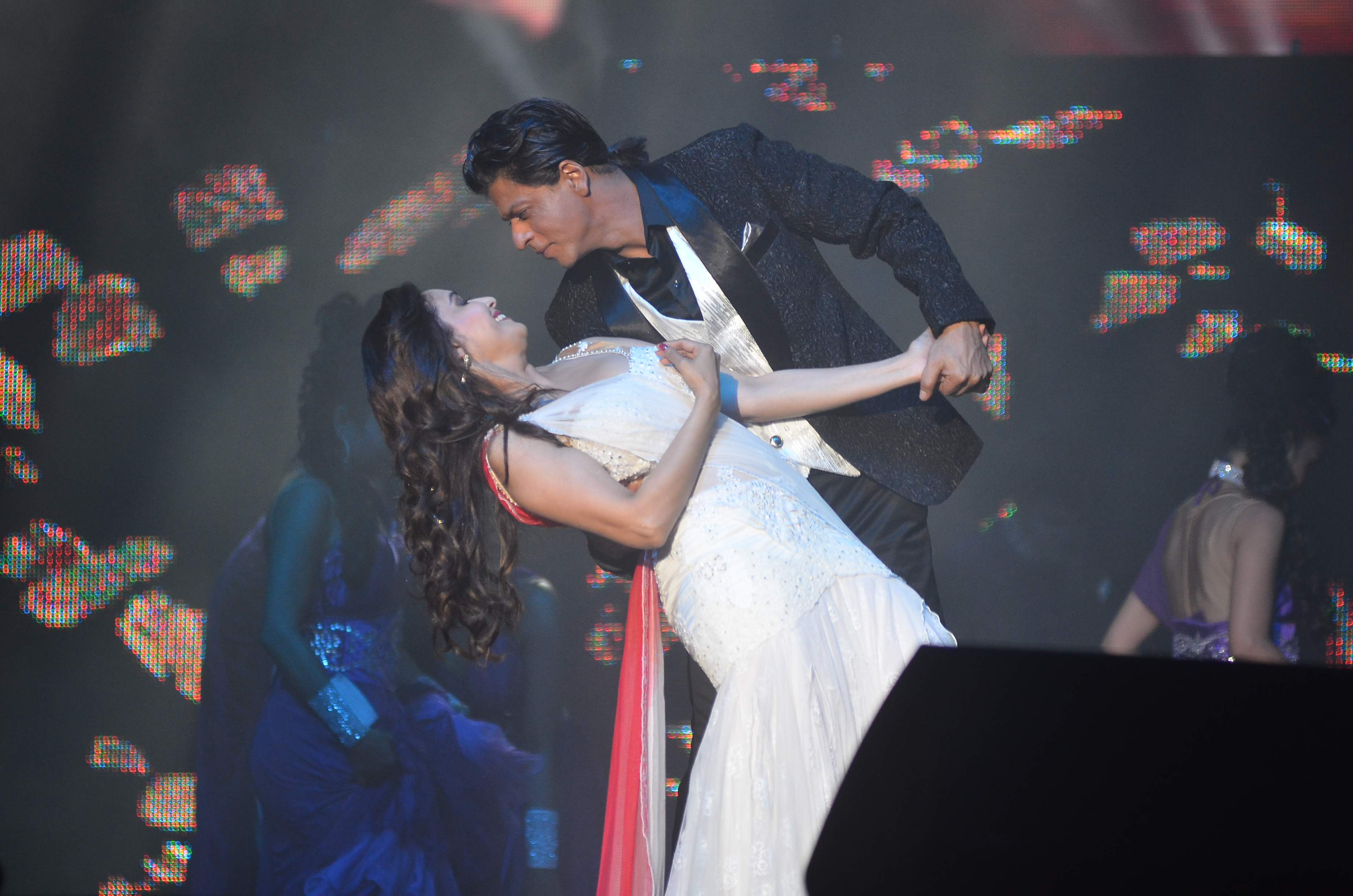 SRK and Madhuri Dixit-Nene perform for Temptation Reloaded 2014 Malaysia