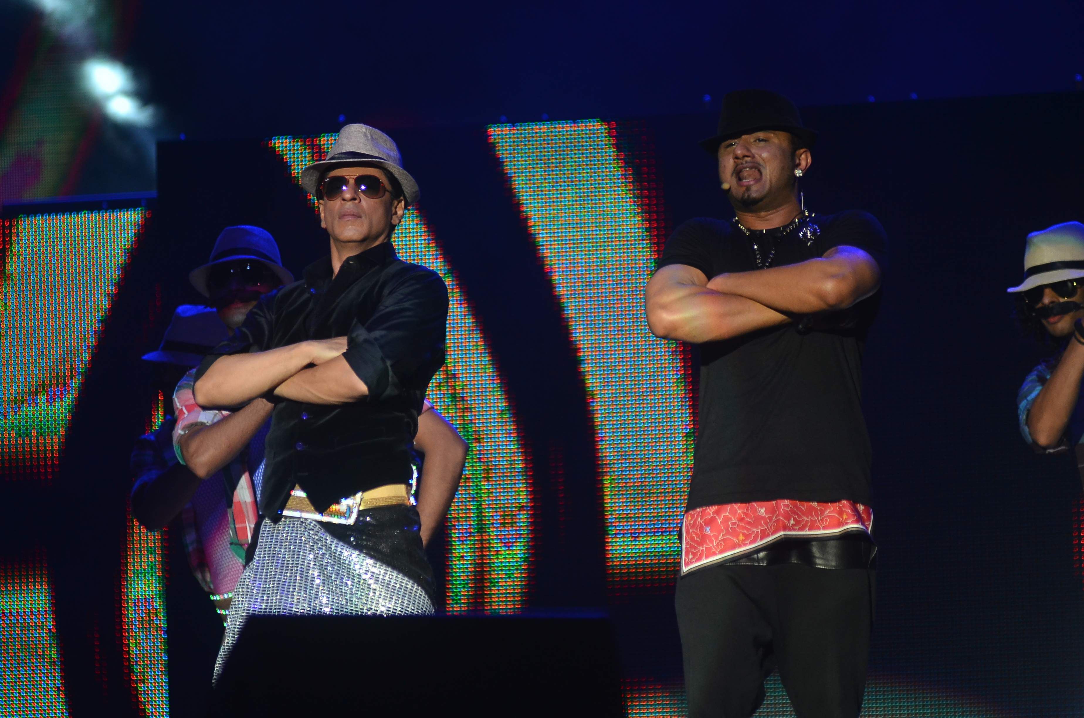 SRK and Yo Yo Honey Singh perform on Lungi Dance for Temptation Reloaded 2014 Malaysia1